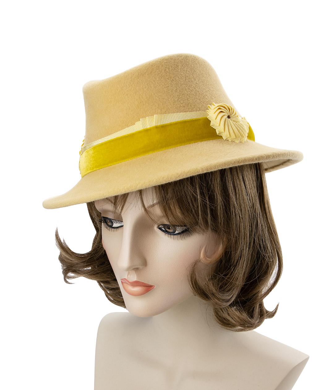 Women's vintage style hat